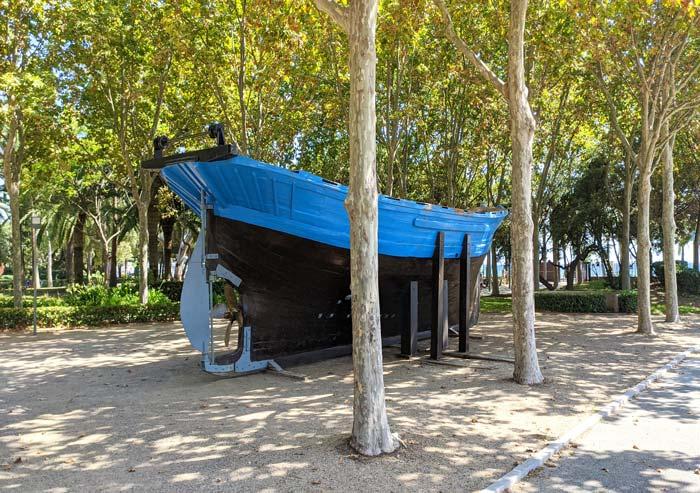Barco en el Parque del Pescador, Cambrils
