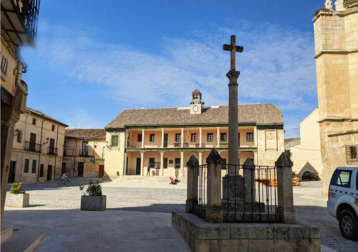 Cruz de Cisneros y Plaza Mayor de Torrelaguna