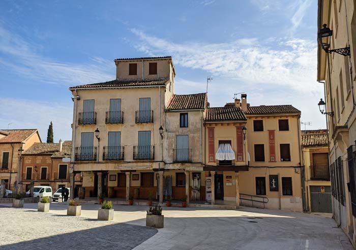 Soportales en la Plaza Mayor de Torrelaguna