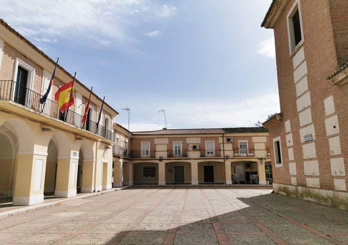 Plaza Mayor y Ayuntamiento de El Cortijo de San Isidro