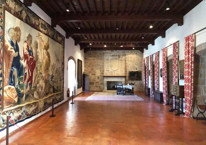 Salón del Castillo de los Mendoza, en Manzanares el Real