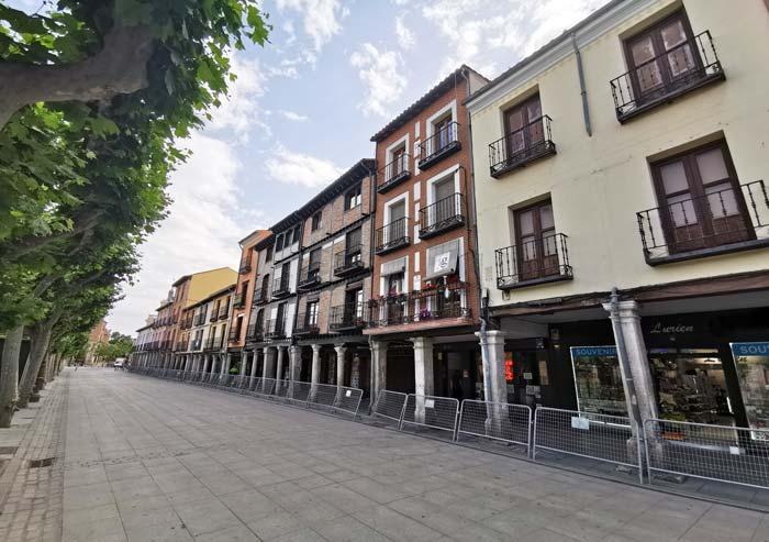 Casas y soportales en la Plaza de Cervantes, Alcalá de Henares