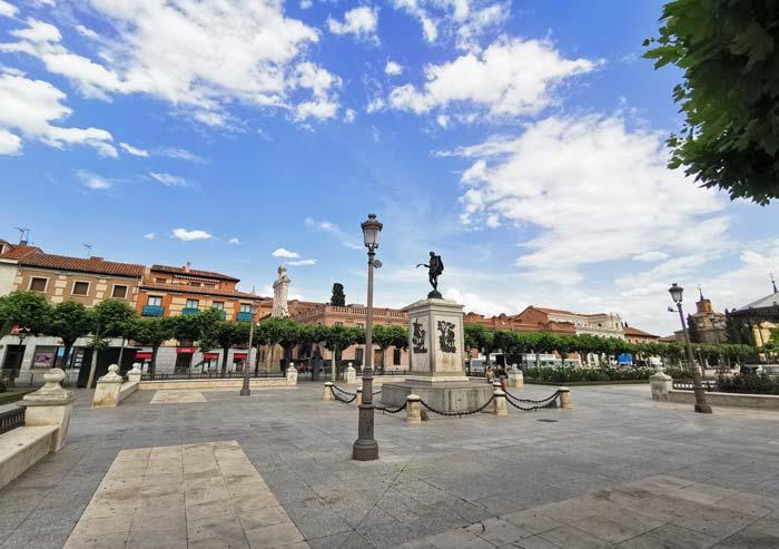 Estatua de Cervantes en la Plaza de Cervantes, Alcalá de Henares