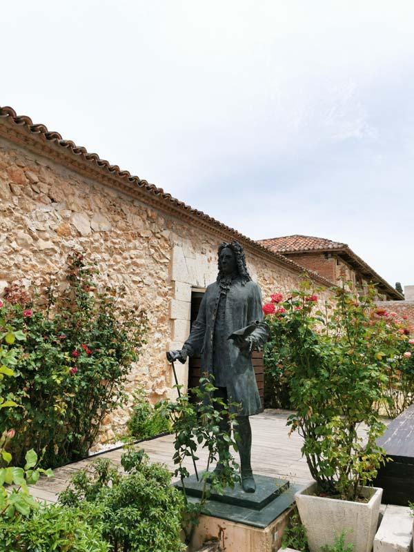 Estatua de Goyeneche en Nuevo Baztán