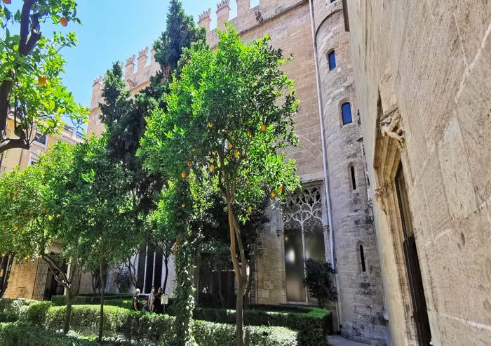 Jardines y Lonja de la Seda en Valencia